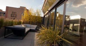 Contemporary urban roof garden in Shoreditch by mylandscapes city terrace garden design